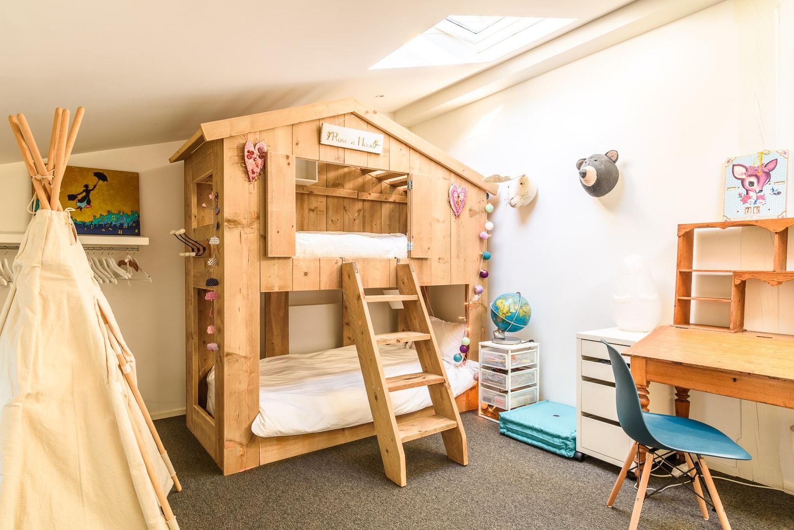 EtxeXuria-chambre cabane tipi et lit