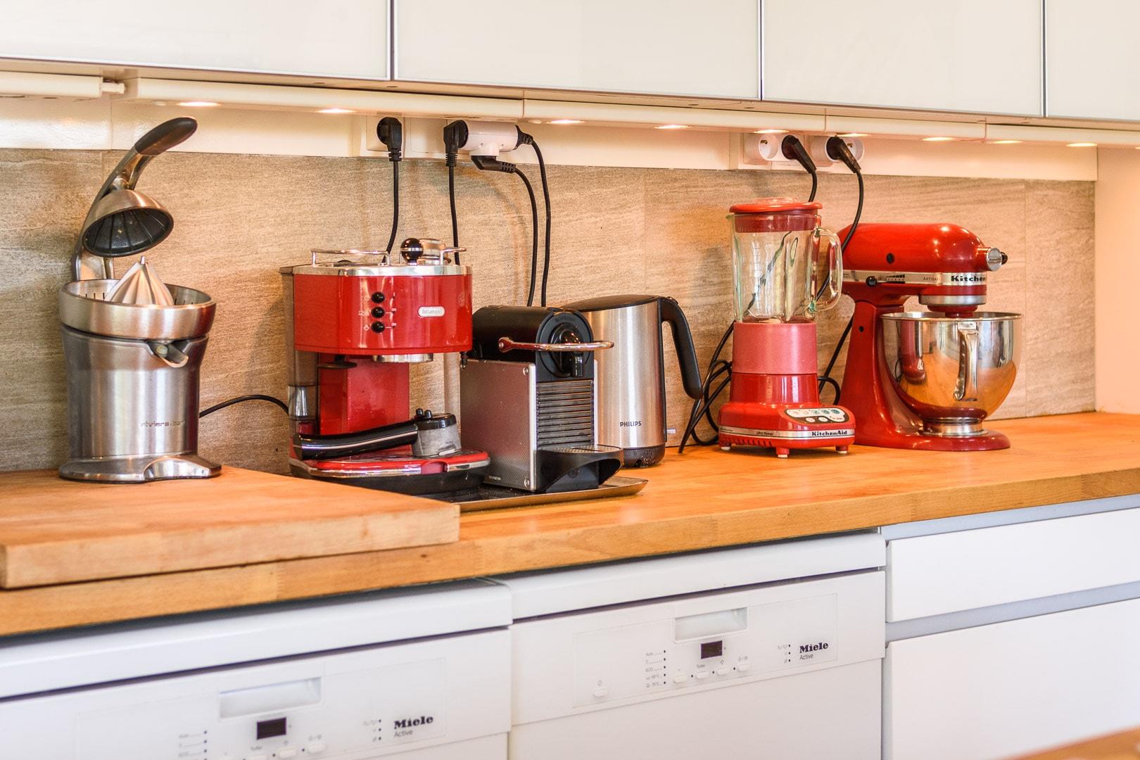 EtxeXuria-cuisine équipements rouges