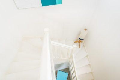 EtxeXuria-escalier touches turquoises
