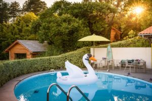 EtxeXuria-piscine cabane cygne coucher de soleil