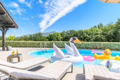 EtxeXuria-piscine transat cygne canard ciel Rhune